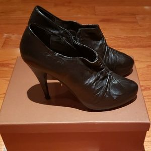 Steve Madden black leather booties size 8.5 women